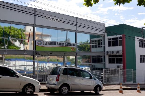 Detran retoma atendimento presencial na sede em Florianópolis