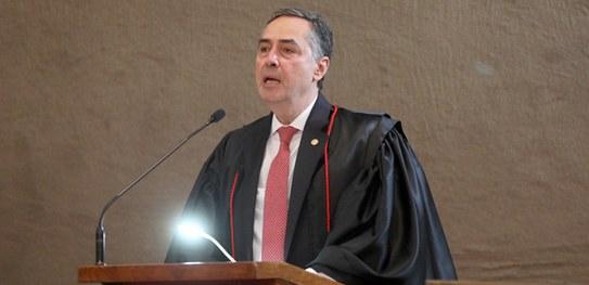 Em discurso de posse, ministro Luís Roberto Barroso defende conciliação e diálogo como metas para o Brasil