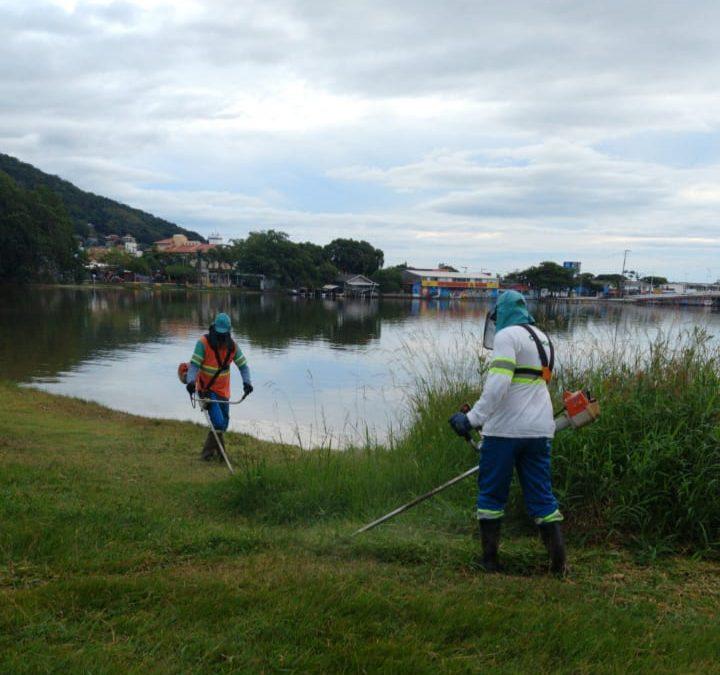 Comcap colabora na limpeza da Lagoa da Conceição em Florianópolis