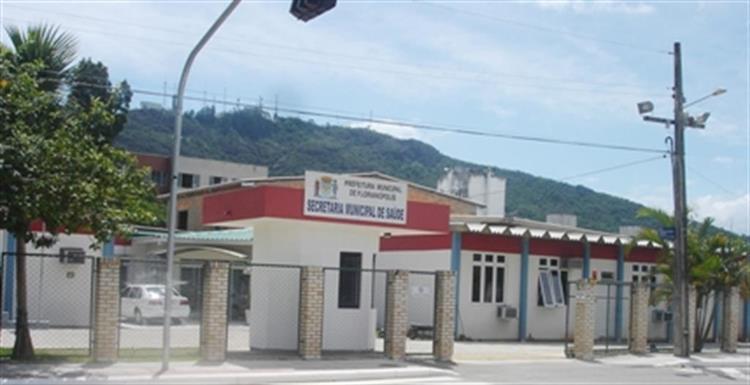 Mesmo sendo contatos de covid, crianças foram mandadas para escola, em Florianópolis