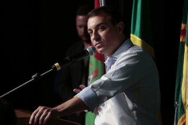 """""""Não há causa jurídica que justifique o impeachment"""", destaca defesa do governador na Alesc"""