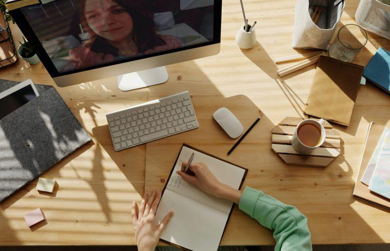 Longas horas de trabalho aumentam risco de morte segundo a OMS