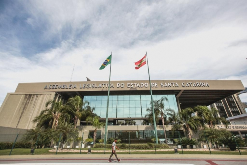 João Amin cobra implantação do Sistema Cicloviário em SC