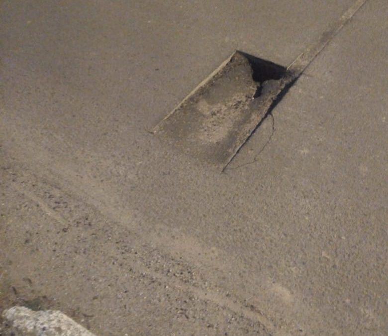 Condudores precisam ter cuidado na rodovia Intendente Antônio Damasco, dezenas de buracos ao longo da via em Florianópolis