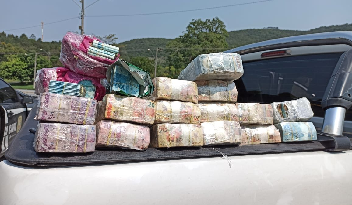 """OPERAÇÃO """"LADO A"""": DINHEIRO APREENDIDO ULTRAPASSA R$ 3 MILHÕES"""