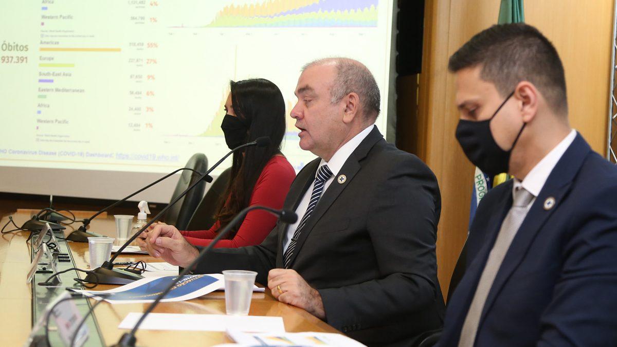 Brasil apresenta redução de 30% nos casos de Covid-19