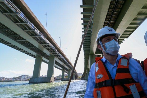 Governador Carlos Moisés vistoria obras de recuperação das pontes Colombo Salles e Pedro Ivo Campos