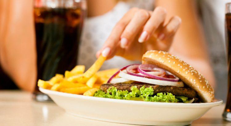 Nutricionista do HU/UFSC explica como enfrentar risco de obesidade durante a pandemia