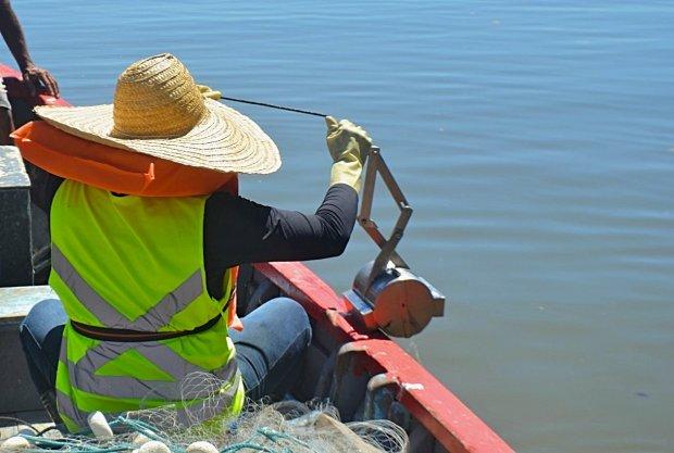 Coletas para análises ambientais dão início à obra de esgoto no Saco Grande, em Florianópolis