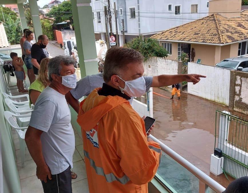 Florianópolis amanheceu com diversos problemas causados pela chuva