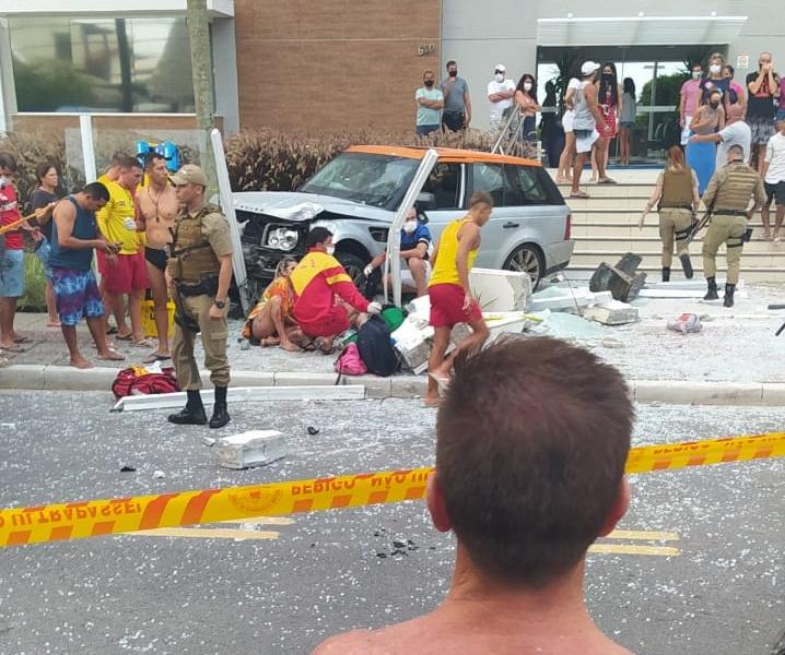 Motorista da Land Rover que causo acidente nos Ingleses usava documento falso em Florianópolis