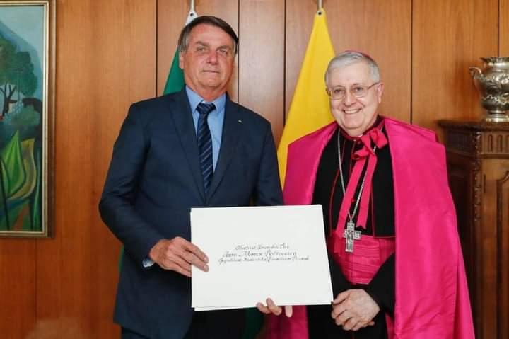 O presidente Jair Bolsonaro recebeu hoje em Brasília as credenciais do novo Núncio Apostólico da SantaSé no Brasil, Dom Giambattista Diquattro