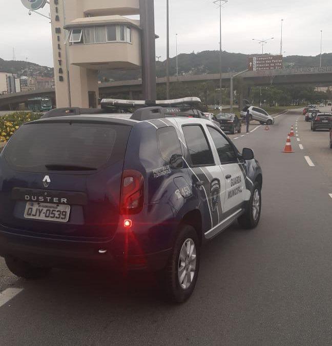 Três veículos se envolvem em acidente nesta sexta-feira 01, em Florianópolis.