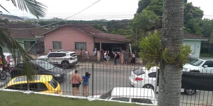 Homem de 74 anos e filho 44 anos são violentamente agredidos em Palhoça na Grande Florianópolis