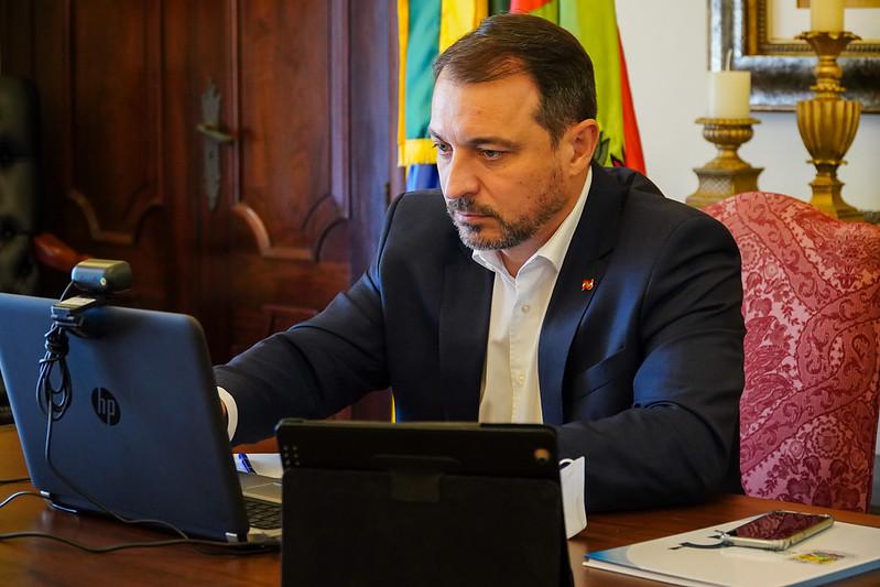 Governador sanciona lei que isenta de imposto compra e transporte de oxigênio hospitalar em SC