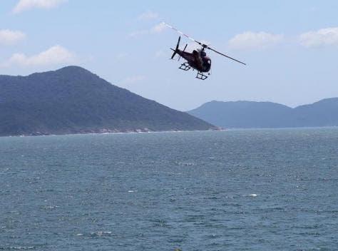 Guarda-vidas realizaram resgate dois banhistas e um esta desaparecido na praia da Armação em Florianópolis