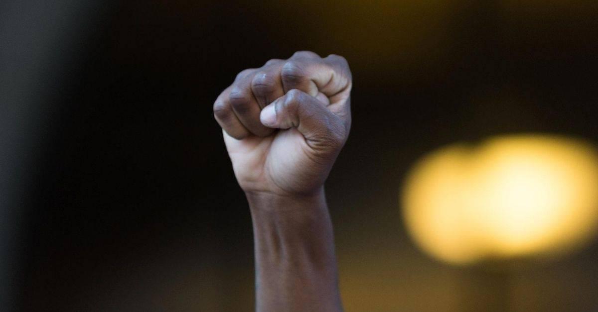 Mantida condenação de moradora que proferiu injúrias raciais contra zelador de condomínio