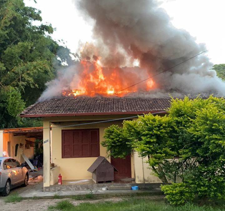 Homem Colocar fogo em casa de sua ex, na Cachoeira do Bom Jesus em Florianópolis
