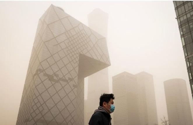 Pequim sofre com maior tempestade de areia em uma década