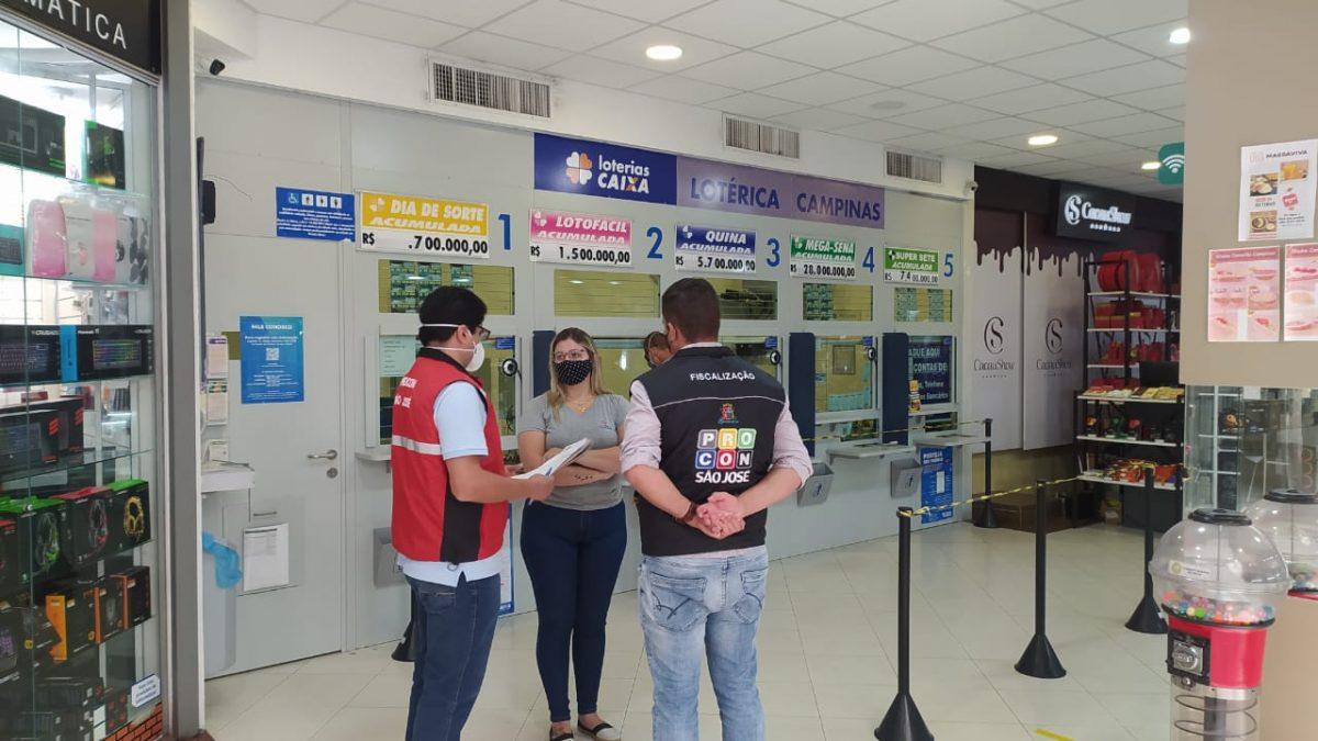 Procon de São José realiza fiscalização para orientar lotéricas e Correios