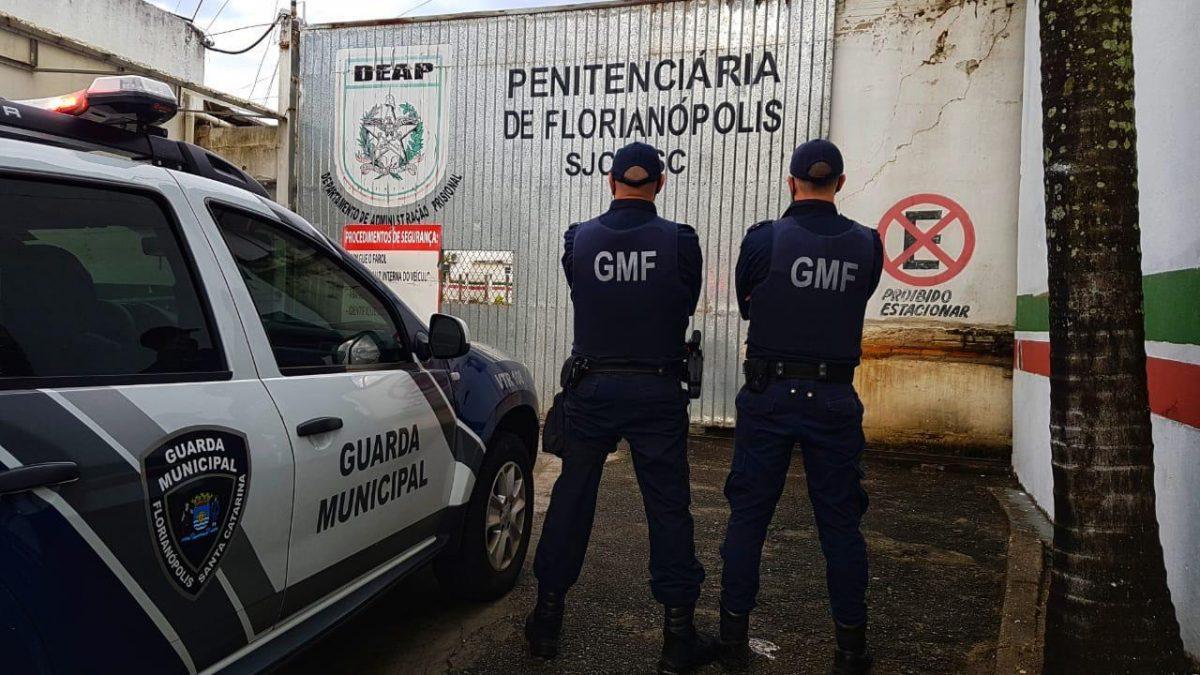 GMF detém homem com mandado de prisão ativo por posse ilegal de arma de fogo em Florianópolis