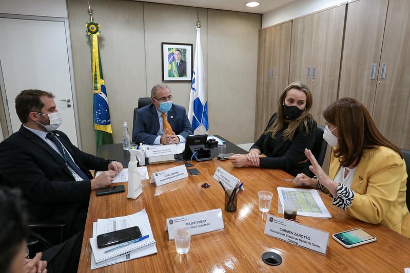 Governadora leva demandas de Santa Catarina ao ministro da Saúde