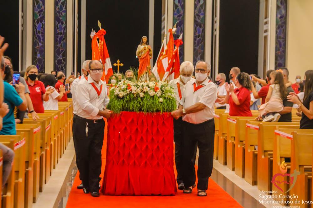 Devotos participam da terceira noite da Festa da Misericórdia no Santuário SCMJ