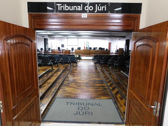 Tribunal do Júri inova para seguir julgando crimes dolosos contra a vida em meio à pandemia no Brasil