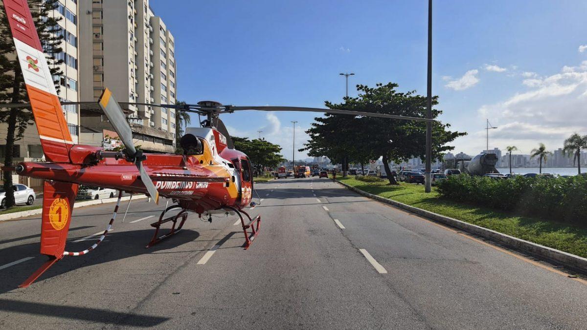 Arcanjo-01 socorre vítima de colisão veicular na av Beira Mar norte em Florianópolis