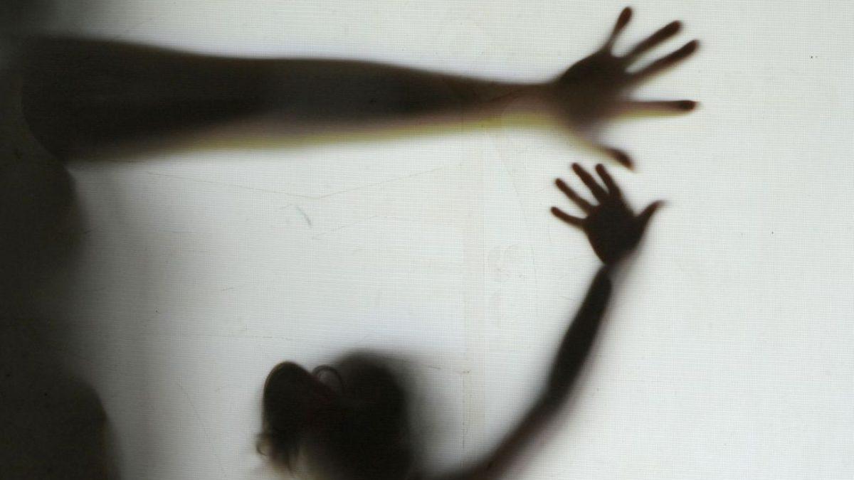 Tribunal mantém condenação de mulher por tortura contra a filha