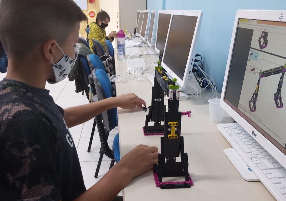 Escolas municipais de Florianópolis disputam torneio de robótica estadual