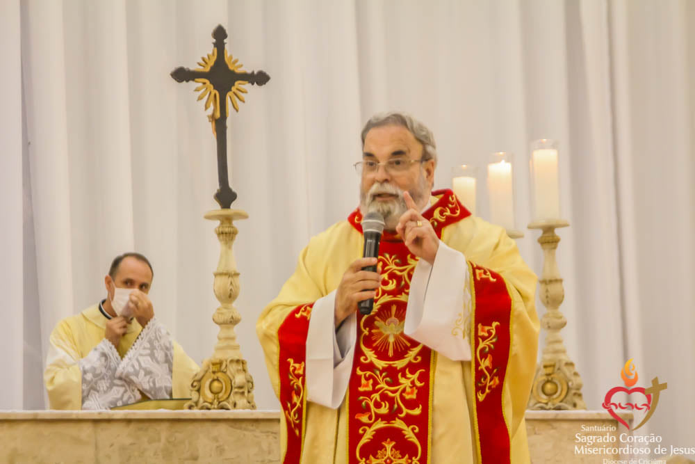 Fiéis participam da Abertura da Festa da Misericórdia com Padre Antonio Maria