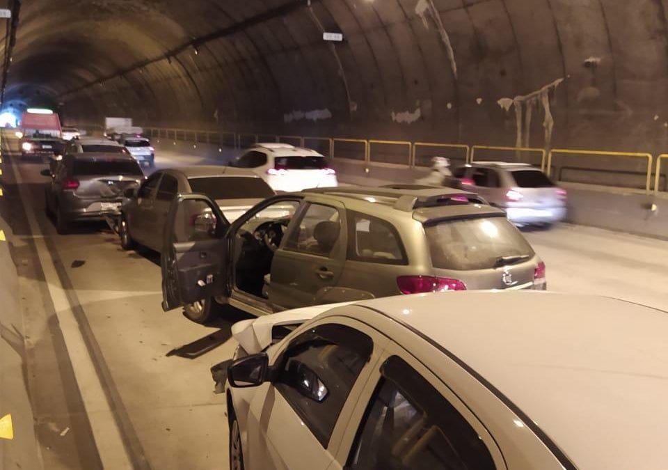 Engavetamento entre 10 veículo no túnel Antonieta de barros nesta tarde em Florianópolis