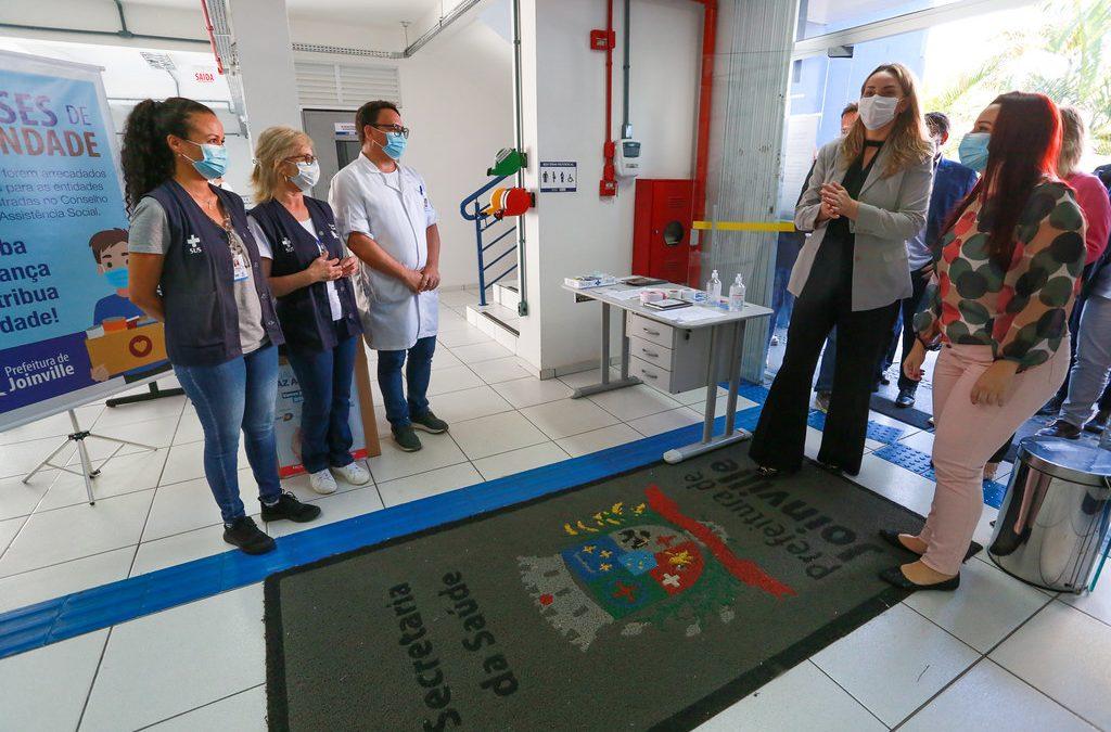 Em Joinville, governadora reforça importância da imunização em visita a pontos de vacinação contra Covid-19