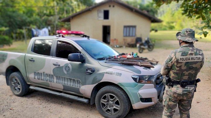 Ambiental prende caçador com arsenal de armas