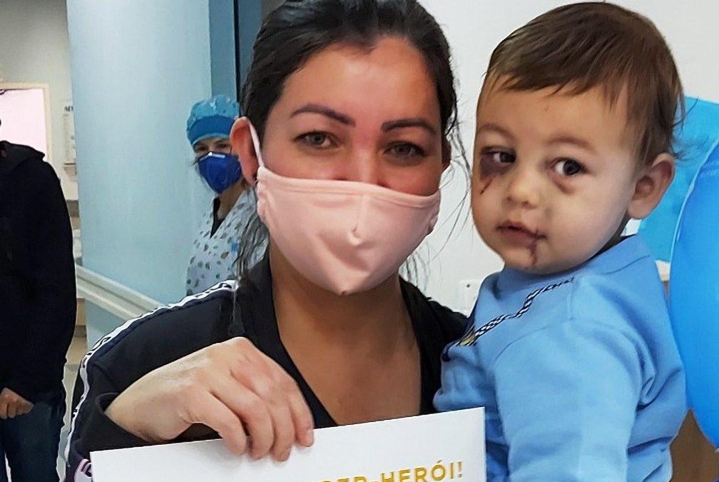 Criança que sobreviveu a chacina em creche no oeste catarinense recebe alta no Dia das mães