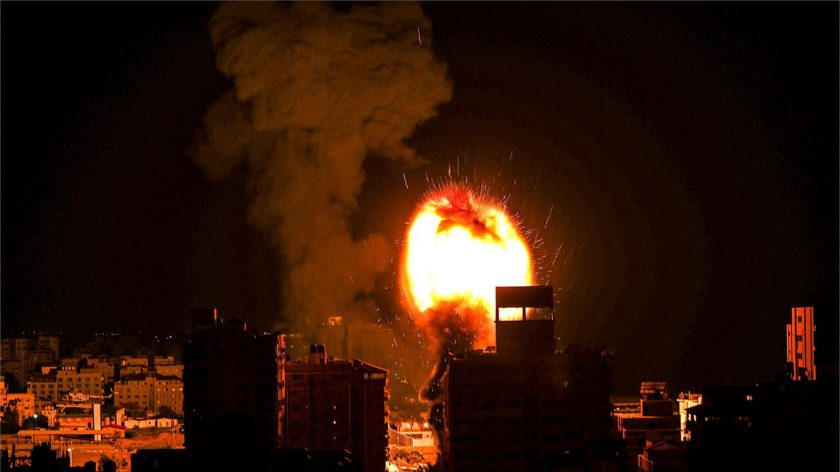 Aviões israelenses chovem fogo em Gaza enquanto a violência no Oriente Médio se intensifica