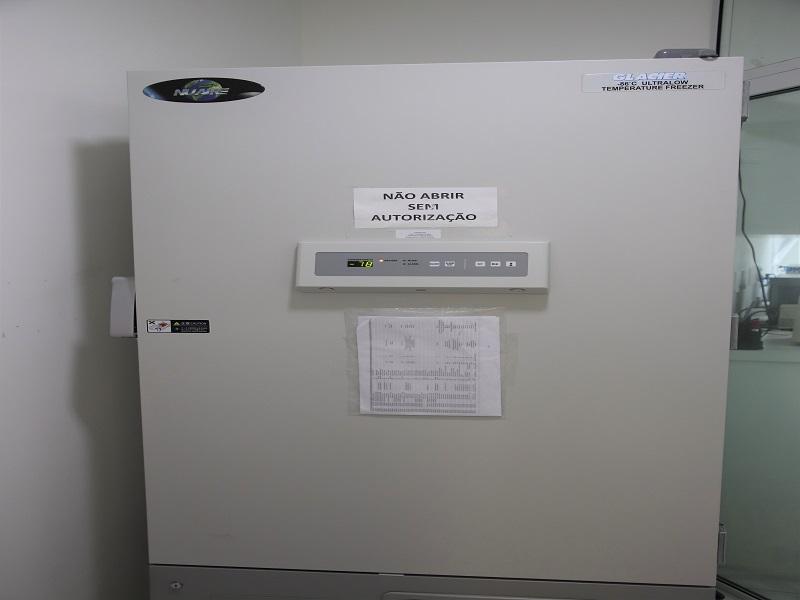 Ultrafreezers cedidos pela UFSC para armazenar vacinas são instalados na Rede de Frio da Prefeitura de Florianópolis