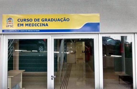 Pesquisa de estudante de Medicina da UFSC retoma problema de decretos de abertura para agravamento da pandemia em SC