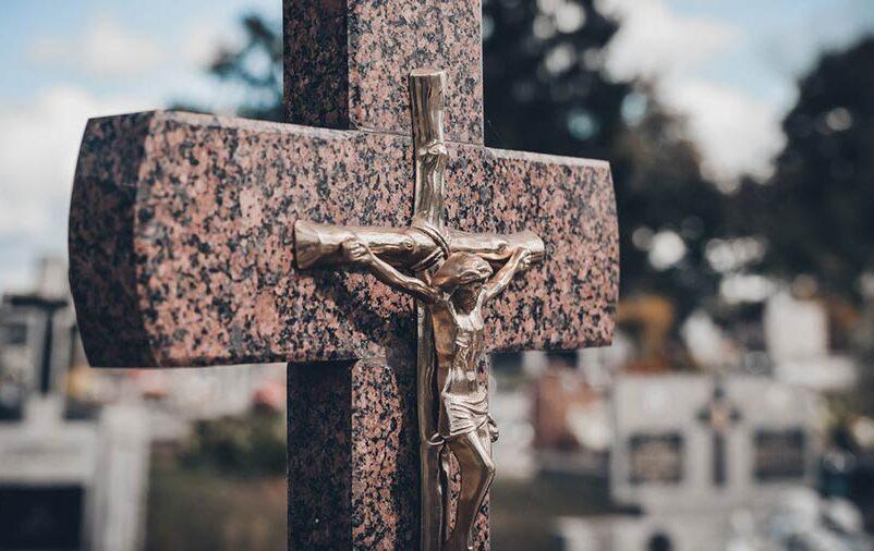 Justiça pode interditar cemitério que ameaça transbordar sepulturas para áreas vizinhas