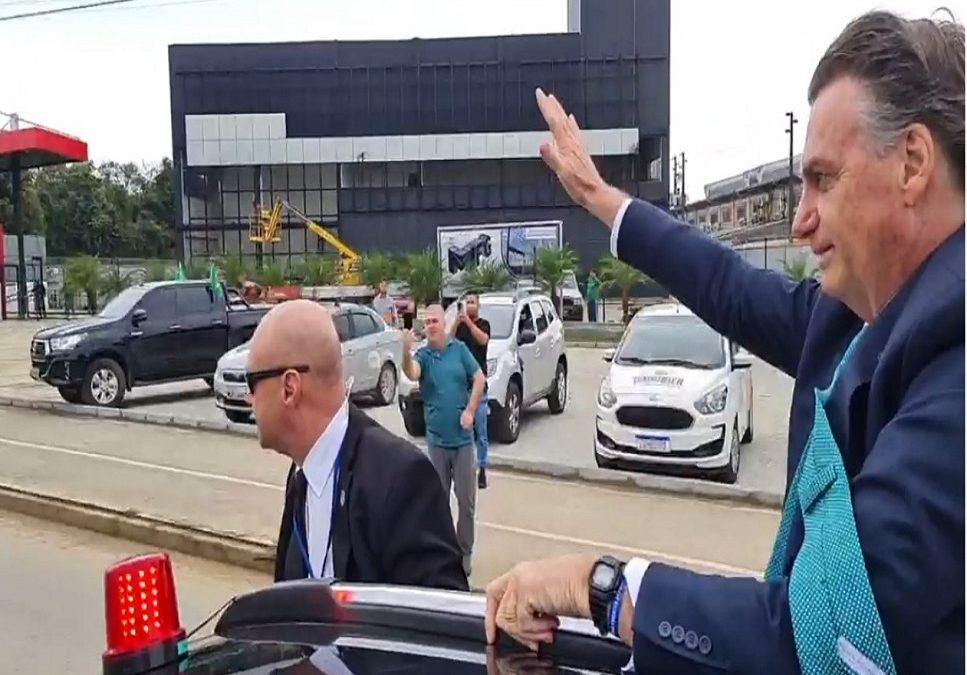 Bolsonaro esta em Joinville em Santa Catarina nesta sexta-feira (06)