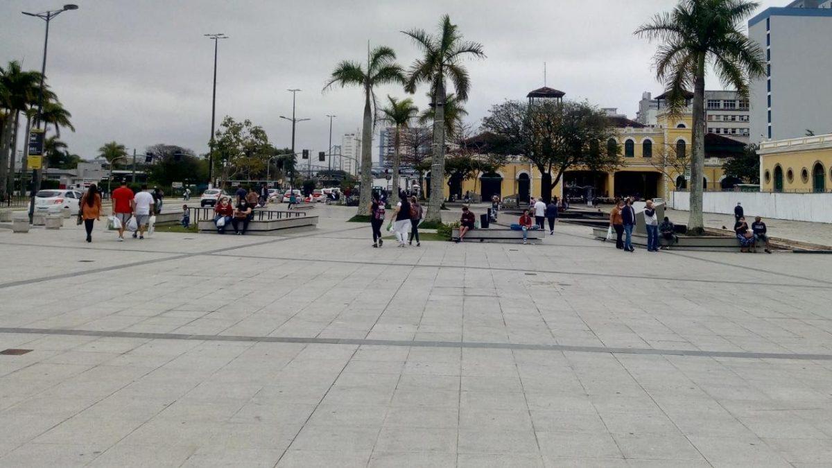 O manezinho e o novo largo da alfândega de Florianópolis